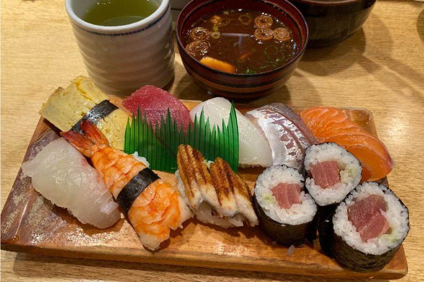 コスパ最強のまわり寿司!昼間に廻ってるものとは?